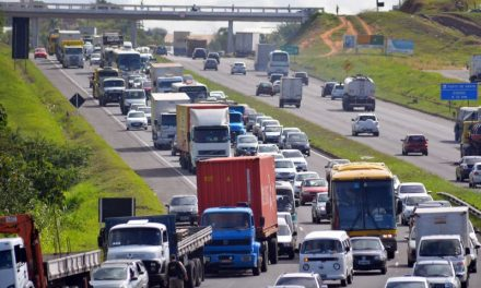 Volta a Salvador com grandes congestionamentos