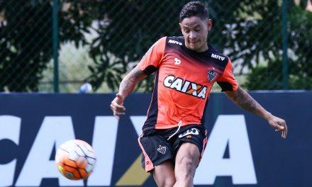 Ex-meia do Grêmio, Flamengo e Galo é o novo reforço do Vitória
