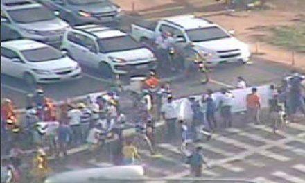 Paralisação nas proximidades do Shopping da Bahia