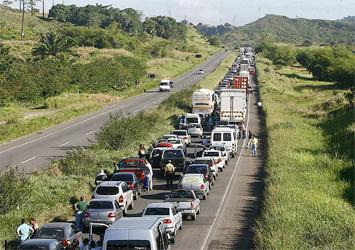 Engavetamentos causaram retenções hoje em estradas baianas