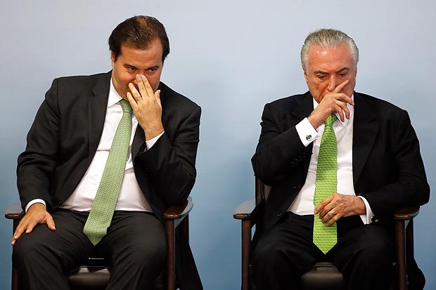 Rodrigo Maia pensa em suspender recesso para votar denúncia contra Temer