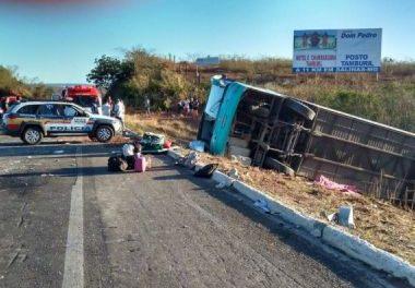 Onze pessoas morrem em acidente de ônibus na BR-251