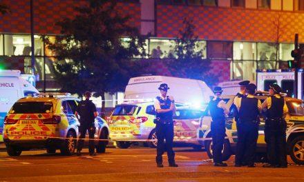 Van mata uma pessoa e atropela outras 10 em Londres, polícia acredita em ato terrorista