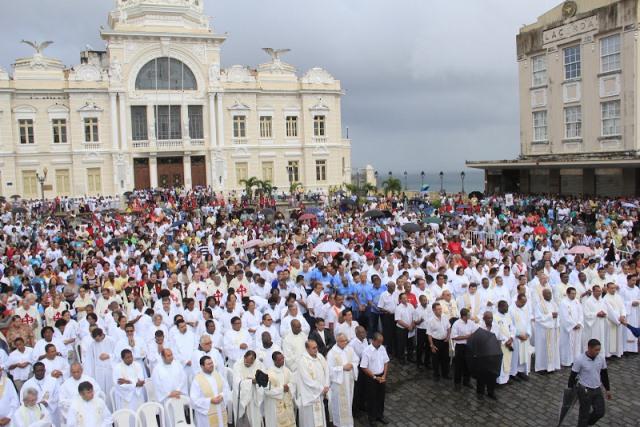 Procissões de Corpus Christi alteram trânsito em Salvador