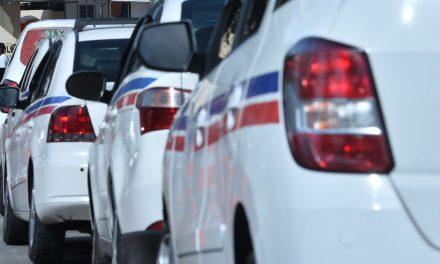 Carreata de taxistas congestiona Av.Paralela