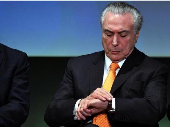 Deixando a crise política no Brasil, Temer viaja para o exterior