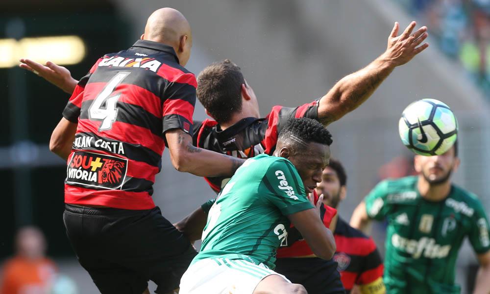 Vitória continua perdendo no Brasileirão