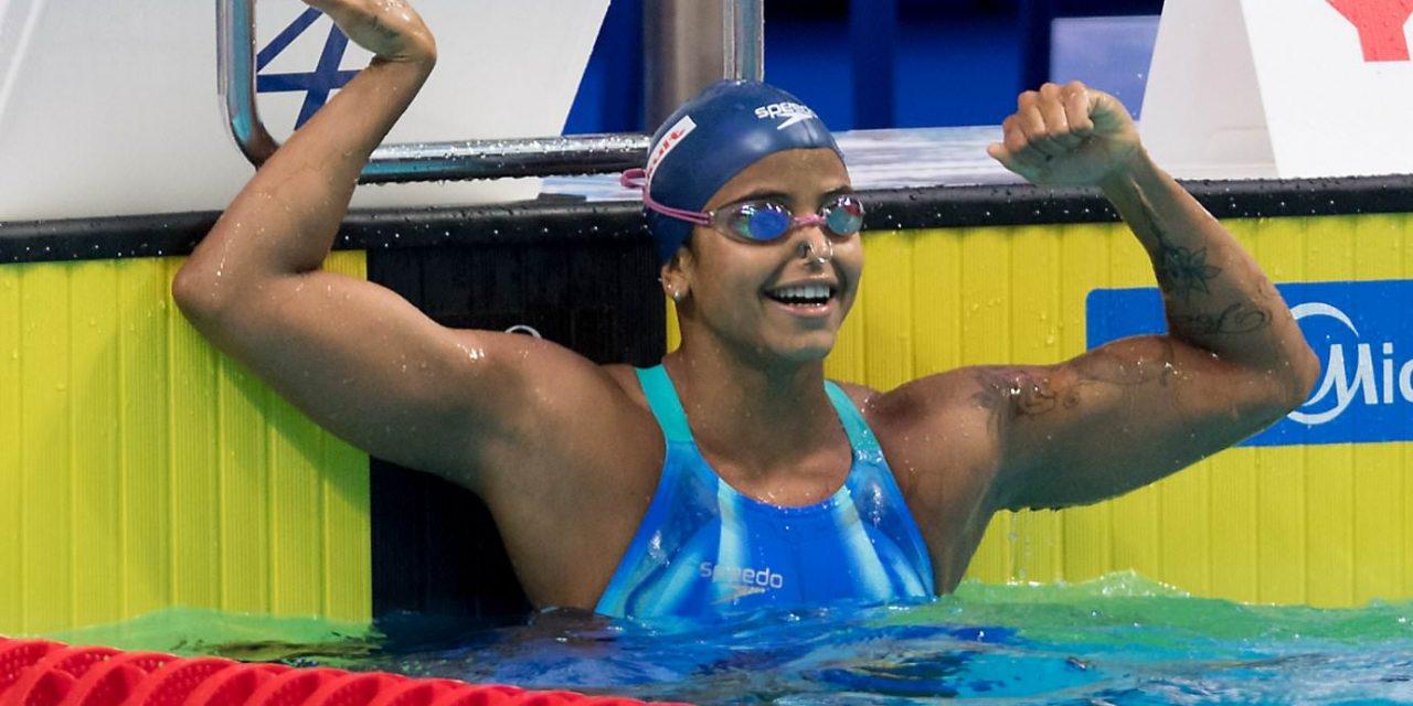 Etiene Medeiros conquista ouro no 50m costas e faz história