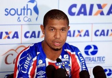 Rodrigão vetado para o confronto contra o Santos. Renê Júnior retorna