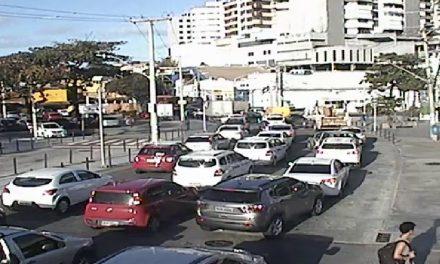Carro atropela pedestre na região do Dique – Confira outros pontos de lentidão nesse final de tarde