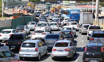 Trânsito lento no Rio Vermelho e na ACM
