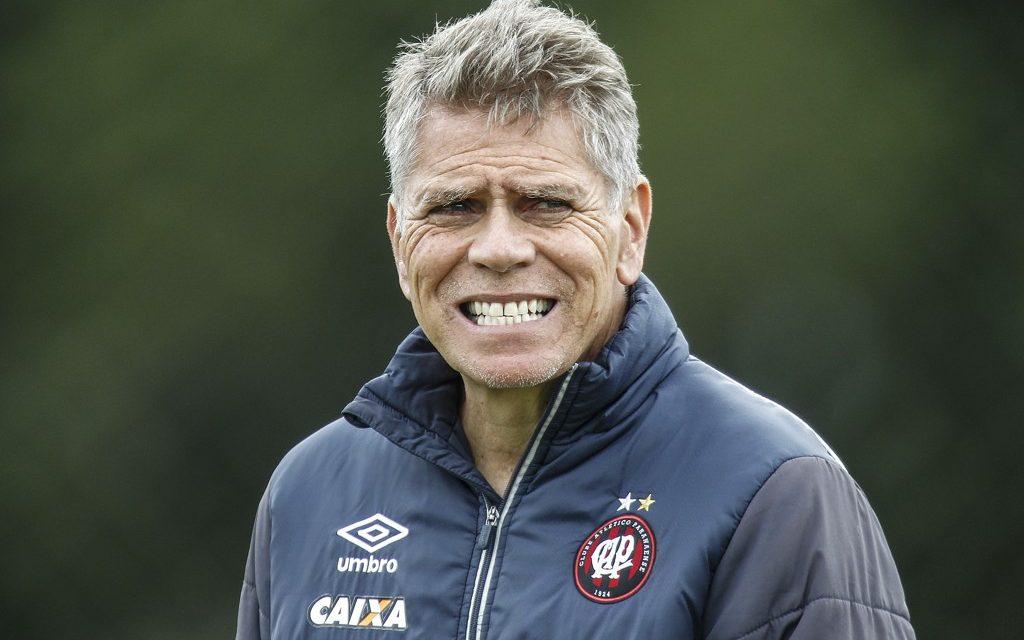 Atlético-PR demite técnico Eduardo Baptista. Paulo Autuori não concorda e deixa o clube