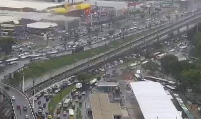 Trânsito intenso nesta manhã de segunda (03)