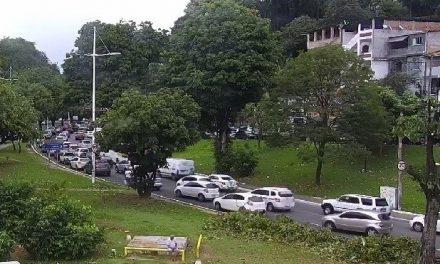 Trânsito lento em Itapuã e em outros pontos da cidade