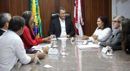 Governador confirma apoio e parabeniza nadadora Mônica Veloso