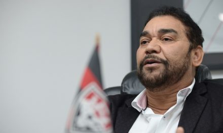 Ivã de Almeida pede licença de 90 dias da presidência do Vitória
