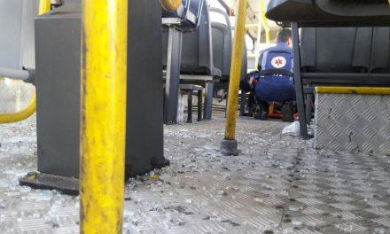 Acidente com ônibus e caminhão deixa dez pessoas feridas em Piatã