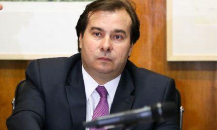 Maia rejeita pedido para iniciar votação  de denúncia contra Temer com quórum de 257 deputados