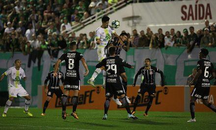 Líder absoluto, Corinthians bate a Chapecoense e chega a 50 pontos no Brasileirão