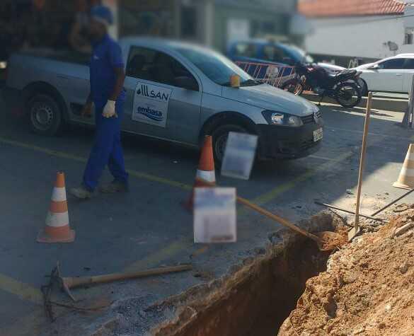 Embasa multa comerciante por 'gato' de água em Itapuã