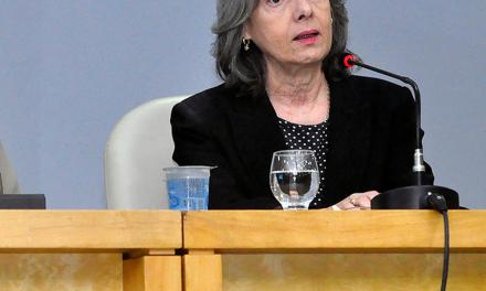 Cármen Lúcia quer detalhes sobre salários de juízes