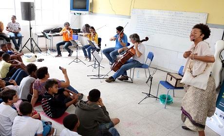 Projeto leva concerto interativo para alunos de escolas municipais
