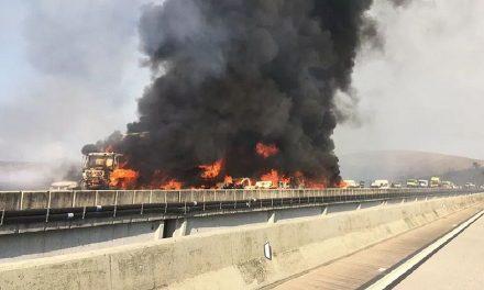 Grande engavetamento seguido de explosão deixa um morto no interior de SP