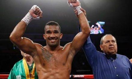 Brasileiro Esquiva Falcão vence 18ª luta profissional de boxe