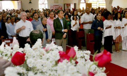 Rui participa de missa em Canarana e inaugura extensão da rede de água