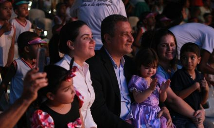 Voluntárias Sociais levam mil crianças ao circo