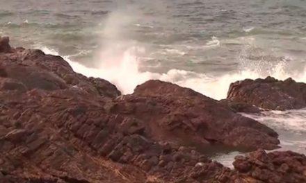 Mar grosso com grandes ondas em Salvador e sul da Bahia