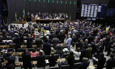 Câmara rejeita denúncia contra Temer: 263 a 227