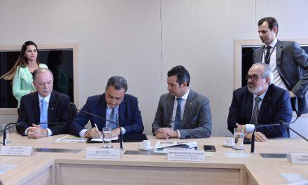 Rui assina em Brasília, delegação do aeroporto de Ilhéus para o Estado