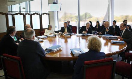 No voto, reajuste para salários de ministros do STF é adiado