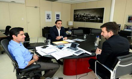 ACM Neto e Silvio Pinheiro conversam sobre financiamento para creches