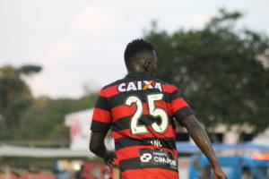Zagueiro Kanu está confiante em um bom resultado contra o Atlético-MG