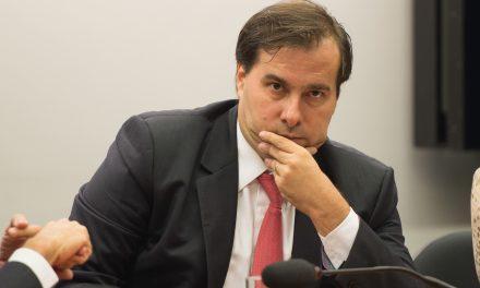 Rodrigo Maia diz que denúncia contra Temer e ministros não deve ser fatiada