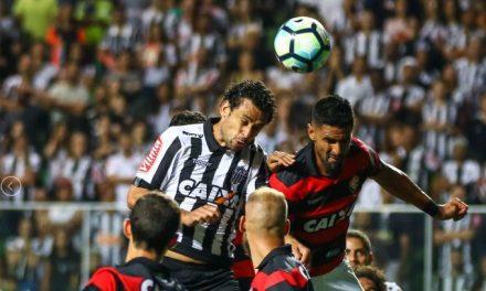 Lateral do Vitória comemora triunfo sobre o Atlético-MG e elogia o grupo