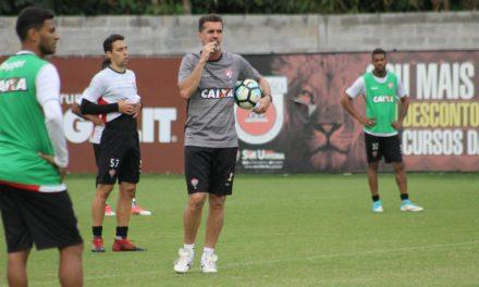Em treino na Toca do Leão Mancini testa o volante Fillipe Soutto para vaga de Juninho na lateral-esquerda
