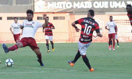 Vitória empata nos acréscimos, mas continua sem vencer no Barradão e volta ao Z4