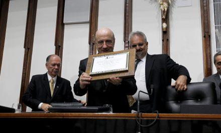 Dom Murilo Krieger recebe título de Cidadão Baiano pela Alba
