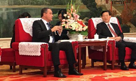 """""""Vamos estudar e aprender com a Bahia"""", diz prefeito chinês a Rui"""