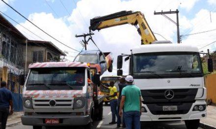 """Operação """"Cidade Dez, Sucata Zero"""" recolhe 18 sucatas de vias públicas"""