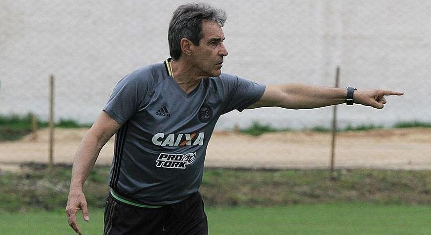 Em situação complicada na tabela de classificação o Bahia anuncia Carpegiani como treinador