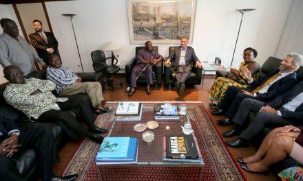 Rui Costa recebe a visita do rei da nação Ashanti, de Gana