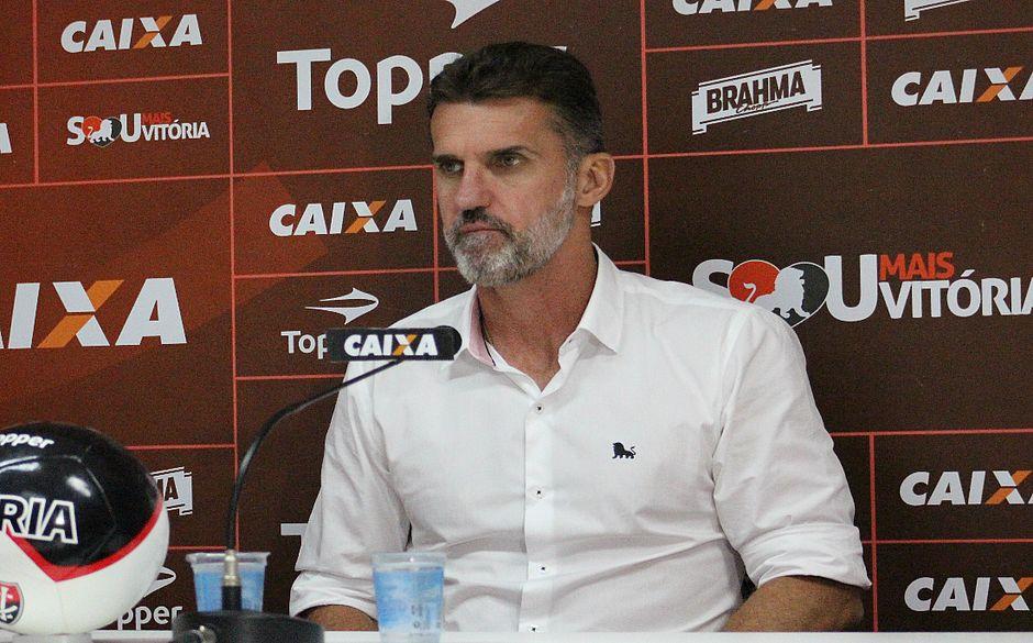 Após fracasso contra o Sport o Vitória pensa agora no jogo com o Santos, em São Paulo