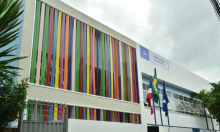 Prefeito entrega escola municipal e recapeamento no bairro da Cidade Nova