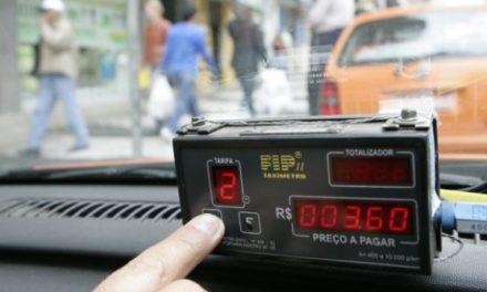 Em tempos de crise e concorrência com aplicativos taxistas repensam uso da Bandeira 2 em dezembro