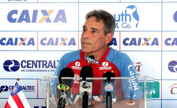 Carpegiani lembra aos jogadores que o Bahia tem qualidade técnica para vencer fora de casa