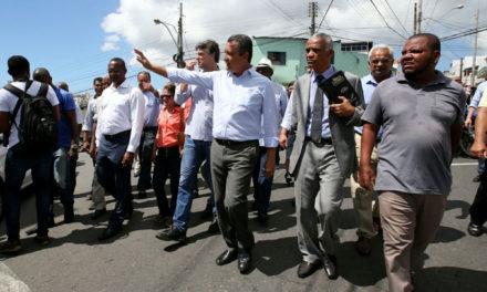 Governador entrega ruas requalificadas no Barbalho e em Macaúbas